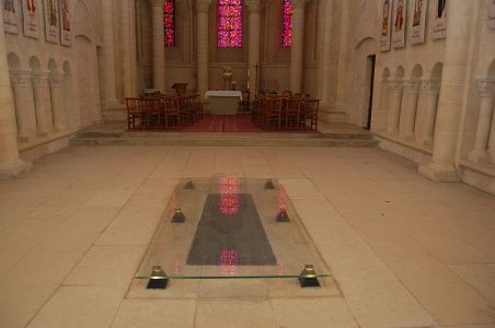 1024px-queen_matildas_grave_in_the_womens_abbey_at_caen