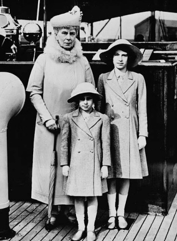 queen_mary_with_princess_elizabeth_and_margaret