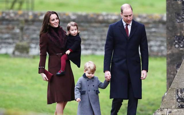 kate-middleton-prince-william-george-charlotte-christmas-2016-ftr.jpg