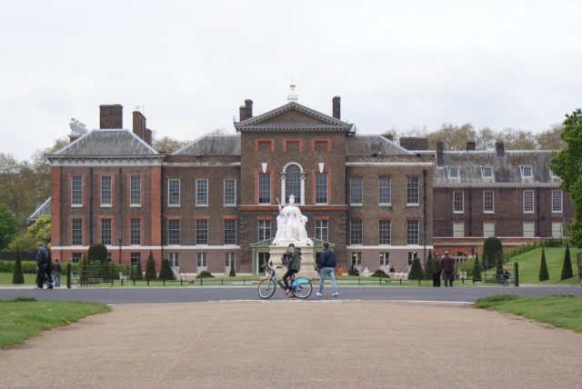 Kensington_Palace,_May_2012.JPG