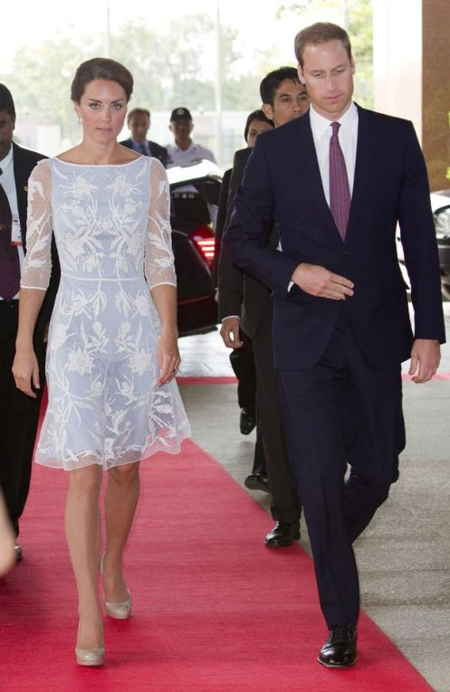 prince-william-and-kate-middleton-board-a-plane-at-kuala-lumpur-airport-for-their-trip-up-to-sabah