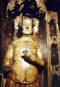 Philippa-of-Hainault-tomb-effigy-half-length-72-Westminster-Abbey-copyright-photo.jpg