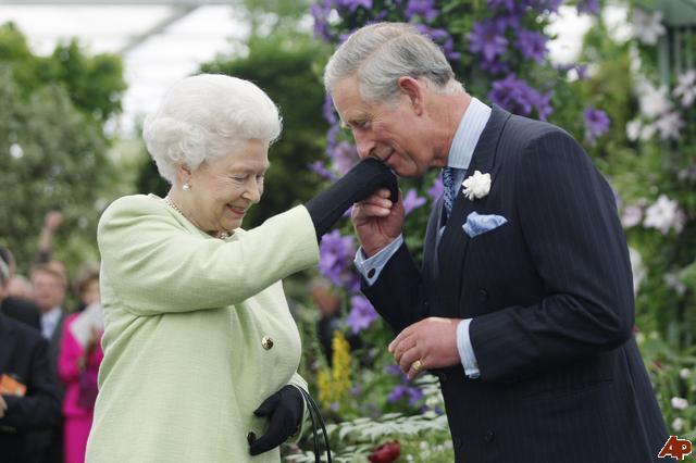 queen-elizabeth-ii-prince-charles-2009-5-18-18-51-15.jpg