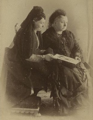 Queen_Victoria_and_Princess_Royal_1888.jpg