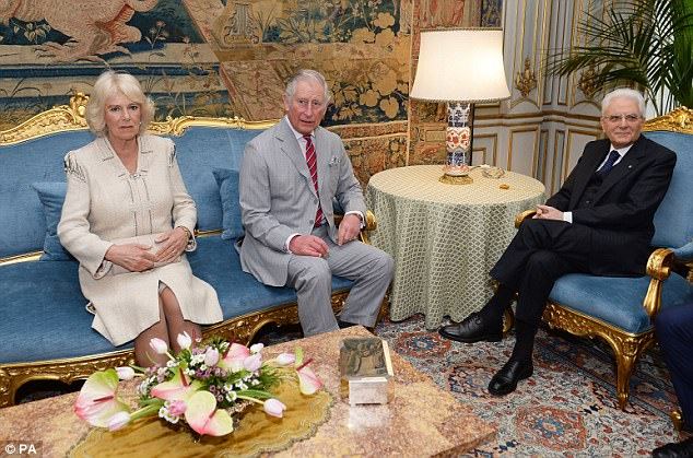 3EF6831300000578-4382326-The_Prince_of_Wales_and_the_Duchess_of_Cornwall_meet_the_Preside-a-6_1491464060987.jpg