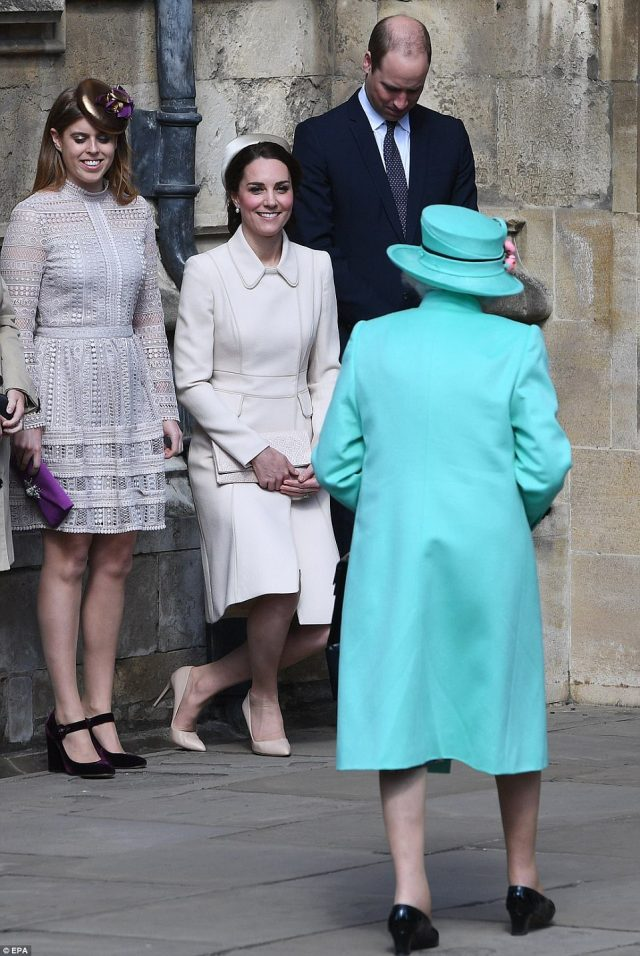 3F4B7CE700000578-4416018-Kate_curtseyed_and_William_bowed_his_head_as_they_greeted_the_Qu-a-28_1492338079337.jpg