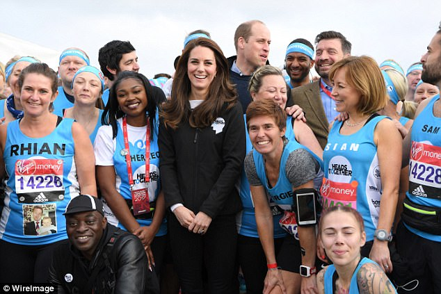 3F849F9C00000578-4437164-The_Duchess_of_Cambridge_happily_posed_for_a_snap_with_runners_i-a-55_1492955873090.jpg