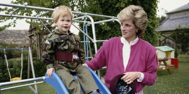 landscape-1469448218-prince-harry-princess-diana.jpg