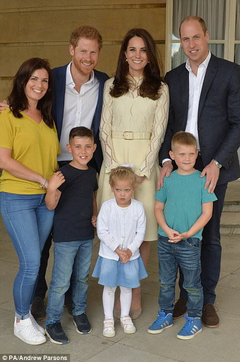 4048089500000578-4502856-Prince_Harry_2nd_left_The_Duke_and_Duchess_of_Cambridge_backstag-a-6_1494707527444.jpg