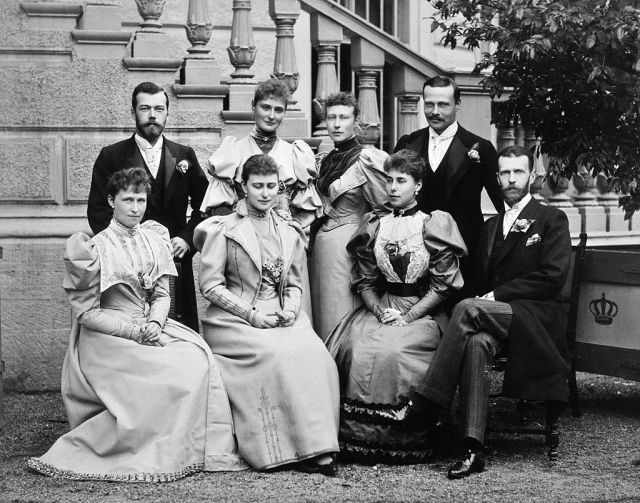 Wedding_guests_of_Victoria_Melita_and_Ernest_Louis_of_Hesse.jpg