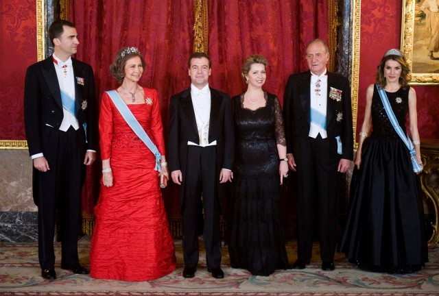 00-king-juan-carlos-queen-sofia-dmitri-medvedev-prince-felipe.jpg