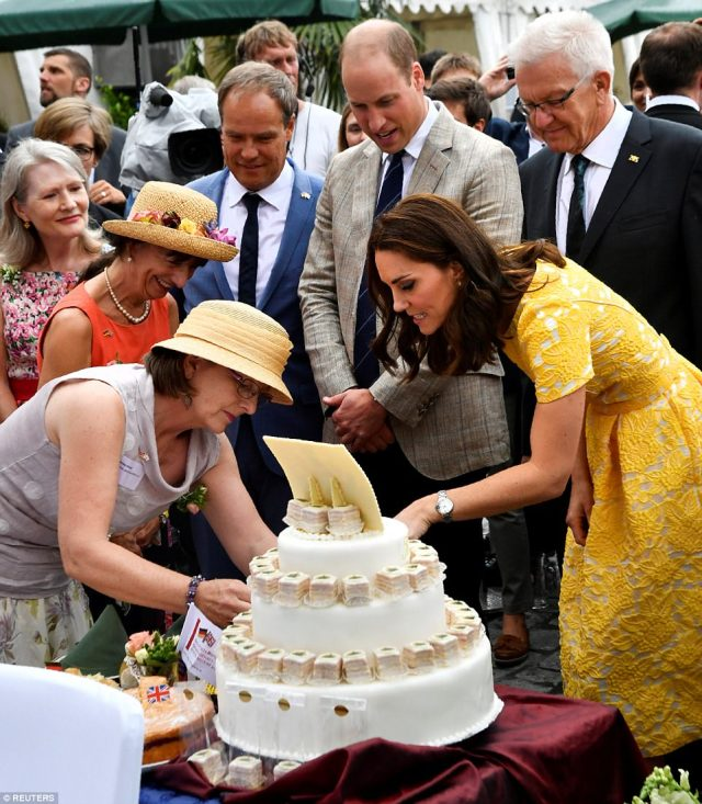 4283842900000578-4713936-The_Duchess_examined_a_very_elaborate_cake_as_they_feasted_their-a-67_1500569109879.jpg