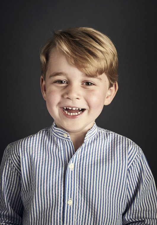 428D003300000578-4718542-This_new_image_was_released_to_celebrate_Prince_George_s_fourth_-a-42_1500671133553.jpg