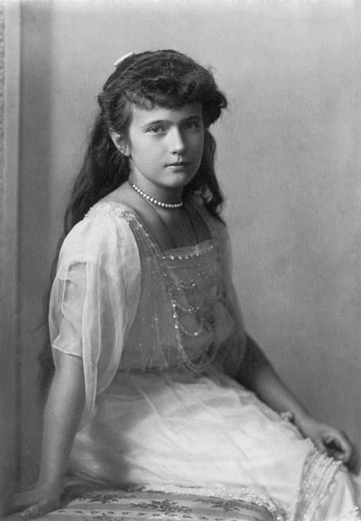 800px-Grand_Duchess_Anastasia_Nikolaevna_Crisco_edit_letters_removed.jpg