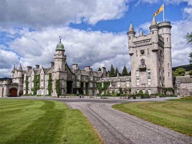 balmoral-castle-aberdeenshire-scotland.jpg