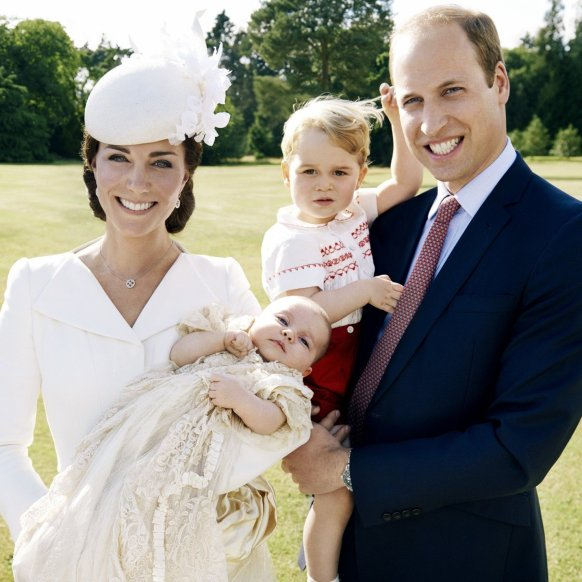 Kate-Middleton-Prince-William-Official-Family-Portraits.jpg