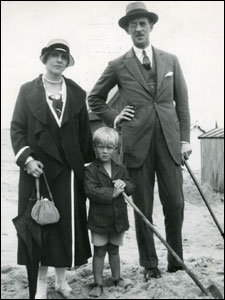 prince-philip-with-parents-ca-1923.jpg