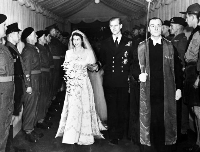 Old Wedding Photos of Princess (now Queen) Elizabeth and Prince Philip in 1947 (1)