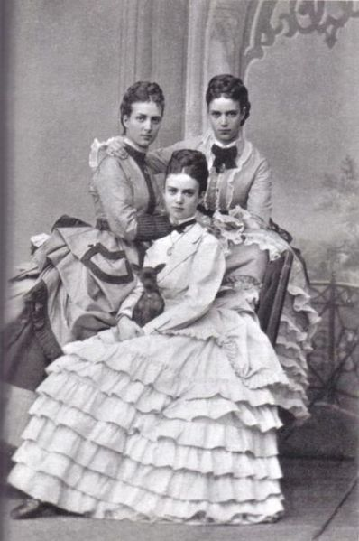 398px-Alexandra_of_Denmark_and_her_sisters.jpg