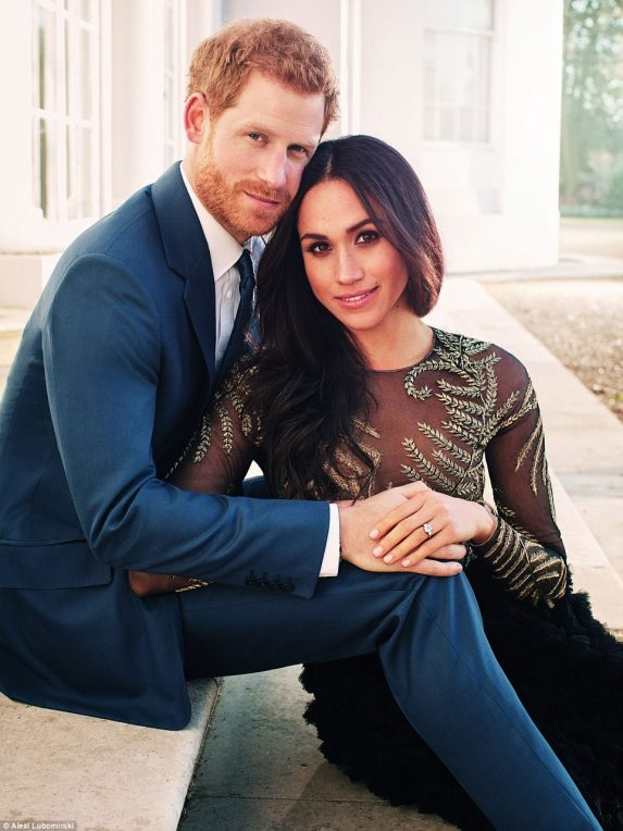 477F9C5000000578-5201959-One_of_the_two_photographs_of_Prince_Harry_and_Meghan_Markle_tak-a-127_1513860095495