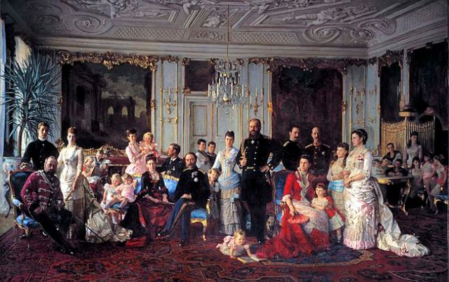 Christian_IX_of_Denmark_with_family_(Tuxen)