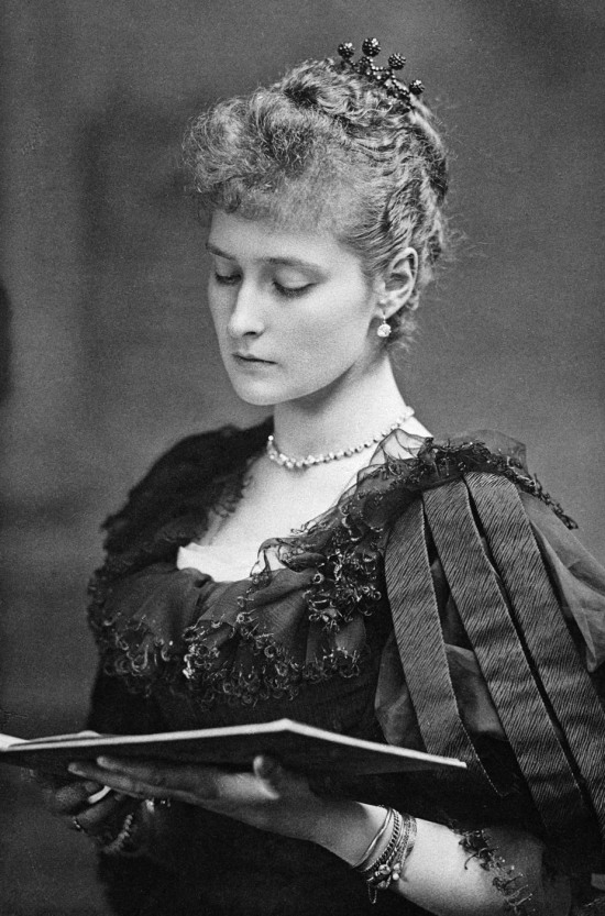 Princess_Alix_of_Hesse_1890.jpg