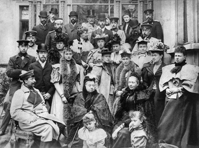 queen-victoria-her-family.jpg