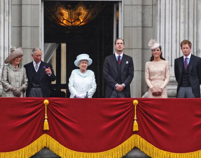 royal-family-buckingham-palace.jpg