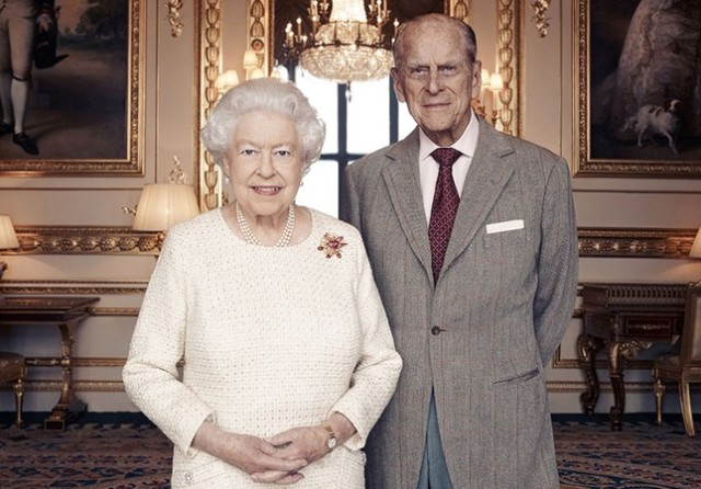 645x450-uks-queen-elizabeth-prince-philip-mark-their-70th-wedding-anniversary-1511171323210
