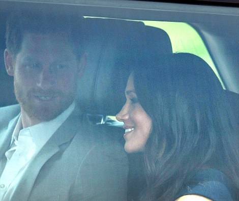 4C662E4700000578-5745035-The_couple_waved_and_chatted_in_the_back_of_their_Range_Rover_wh-m-10_1526655065410