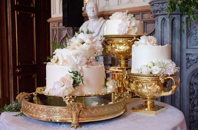 4C6E7F7500000578-5748015-Elegant_The_wedding_cake_pictured_above_used_500_eggs_and_will_t-a-2_1526749158884
