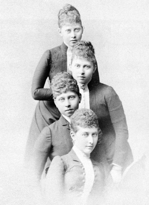 800px-Charlotte,_Duchess_of_Saxe-Meiningen_and_her_sisters