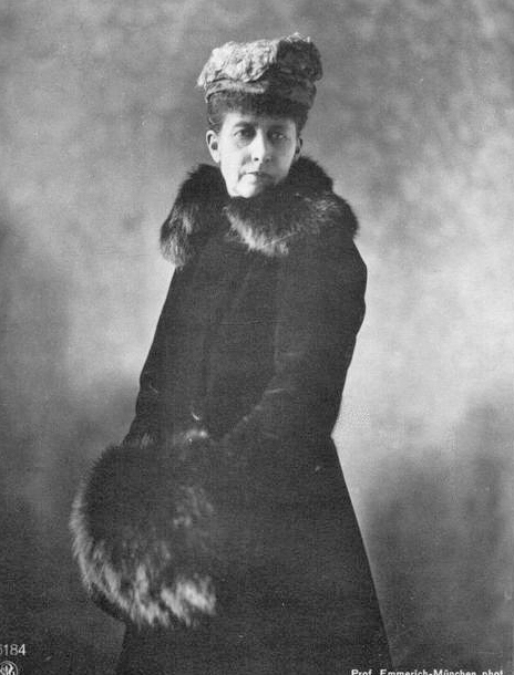 Charlotte,_Duchess_of_Saxe-Meiningen_05_1917