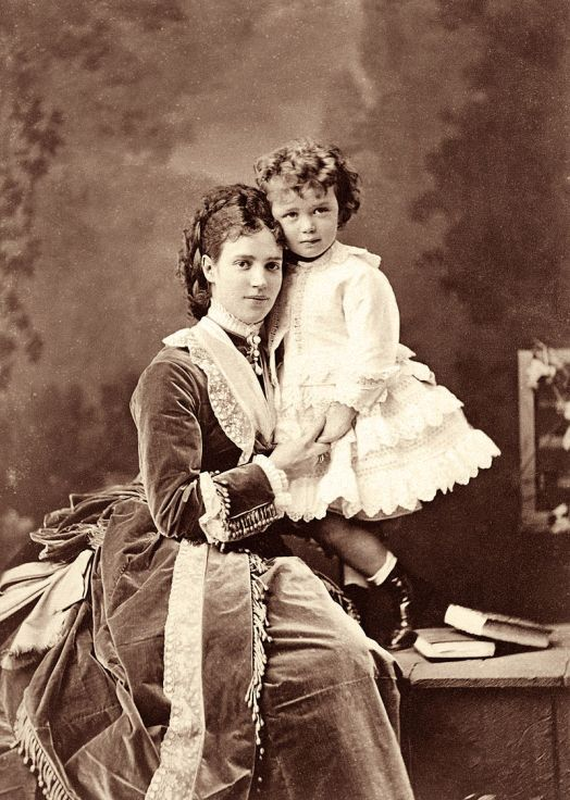Maria_Fyodorovna_and_her_son_Niki